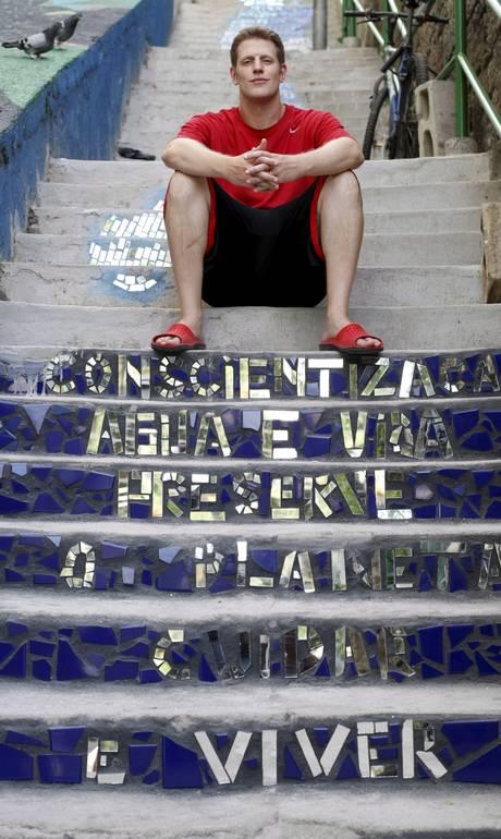 Los Angeles musician builds staircase 'a la Selarón' on Tabajaras